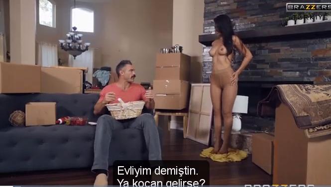 Azgın kadın komşuyla sikişerek kocasını aldatıyor Brazzers altyazılı Porno