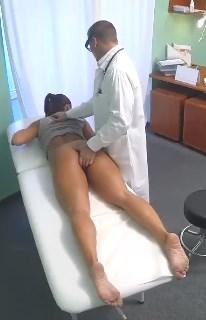 Doktor Dizi Ağrıyan Evli Hastasını Sikiyor Altyazılı fakehospital porno