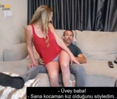 Üvey Kızını Kucağına Oturtup Sikiyor – Ensest Konulu Türkçe Altyazılı Porno