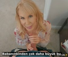 Anneler Gününde Annesine Dildo Hediye Ediyor – Brazzers Altyazılı Porno