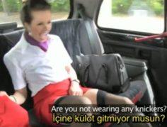 Azgın Hostes Taksi Şöförünü Azdırıp Sikişiyor – Türkçe Altyazılı Porno