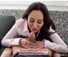 Olgun Anne Kızının Sevgilsini Elinden Alıp Sikişiyor – Brazzers Altyazılı porno