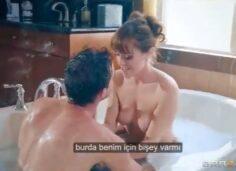 Arkadaşının Evine Gidip Banyoda ki Arkadaşının Annesini Sikti