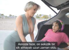 Milf Arabasıya Çarptığı Genci Evine Götürüp Olgun Amını Siktiriyor