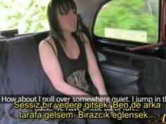 Fake taxi svli kadını İkna edip arabasın da sikiyor altyazılı porno