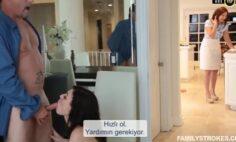 18 Yaş Günüde Annesi Mutfaktayken Evin Salonunda Babasıyla Sikişiyor